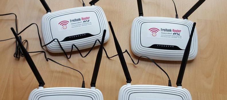 Vier Freifunk-Router mit alternativer Freifunk-Firmware